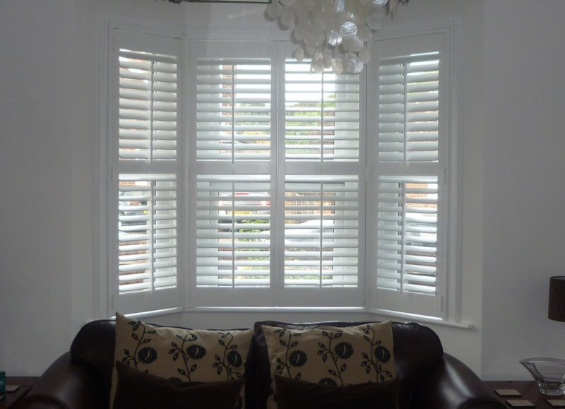 Shutters 2017 Grasscloth Wallpaper
