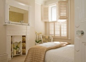 bedroom-shutters-tier-on-tier